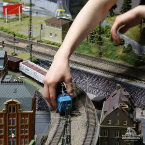 Když vykolejí vlak skutečné železnice, je to velký průšvih a je s tím také…