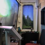 KZEL - 810 - kabina s ovladacimi prvky a projekci 3